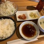 ハチハチ - ランチセット(ご飯とキャベツはお替り無料)