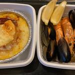 スペインバル・ジローナ - 料理写真:海鮮パエリアとスパニッシュオムレツ