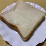 コマメ ベーカリー - 北海道産小麦のコマメ食パン 250円