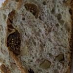 サクラベーカリー - イチジクとくるみのパン220円