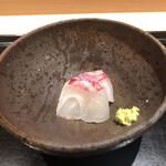 142145033 - 愛知 師崎 真鯛3㌔アップ 当日物                       →5分程度の塩当てから10℃で寝かした真鯛。当日物とは思えない旨味と熟れ方。でも食感は楽しめる。素晴らしい!