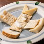 浪漫風 - コスパなバラエティーは「チーズの盛り合わせ」
