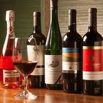 浪漫風 - ワインはハウスワイン4種、レギュラーボトルワイン10種、おすすめワイン4種をご用意しています。