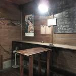 立ち呑み屋のん - 店内。「壁メニュー」にも魅惑のおツマミが!(゚ー゚*)(*゚ー゚)