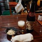 B玉屋 - 瓶ビール(クラッシックラガー)中 500円(税抜) お通し300円(税抜)