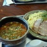 14218642 - つけ麺の赤です。辛いつけ麺です。あと、黒と魚介がありました。