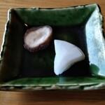 手打ちそば みやかわ - 料理写真:菊芋と蕪の漬物