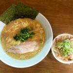 たま家 - 料理写真:ランチ らーめん(麺大盛り)+ねぎ飯セット … 850円