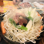 金の羊 - ラム肉ジンギスカン2人前と野菜盛り