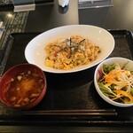 オーガニック カムー - 貴重な無農薬花山椒香るオーガニック卵とコロコロ野菜のしらす玄米ちゃーはん 1,200円(税込) 202012