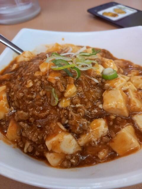 中国料理 九龍居 三好店 - 麻婆飯見た目はすごくきれい。辛さ4。あせがでてとまらん。火の通りもグッド。豆腐は安いやつの小さめ。米はいいやつ使ってそう。業務用ブレンド米ではないような感じがします。