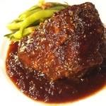 羽山料理店 - 牛ホホ肉の黒ビール煮込み