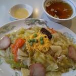 日昌亭 - やきそば 並♪スープが付きます。小皿は酢からし