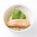 貝出汁戦隊 シェルラーマン - 【牡蛎つけピンク】牡蛎を限界まで煮詰め、バターや豚骨を加えたことで、味により深みが増し、牡蛎の旨味を感じて頂きながらも、エグミを抑えたことでとても食べやすい商品です。