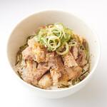 貝出汁戦隊 シェルラーマン - 【チャーシュー丼】もはや説明不要!?豚バラ肉のチャーシューをご飯にトッピング!間違いない一品です。