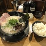 142213133 - Dセット(ラーメン+ご飯)+替玉