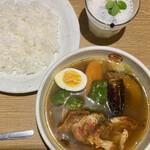 142213144 - タンドリーチキンと野菜のスープカレー