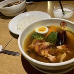 142213148 - タンドリーチキンと野菜のスープカレー