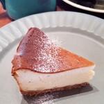 ドングリー ブックス&ストーリーカフェ - 料理写真:ブルーチーズケーキ(600円)