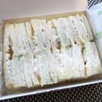 ラビアンローズ - ◆サンドウィッチは甘めのマヨネーズタップリで、つゆだくならぬ「マヨダク」。