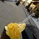 黄金カフェ - お芋のモンブランソフトクリーム
