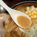 らー麺山之助 - スープ