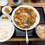 142243302 - 【2020年10月】麻婆豆腐定食@670円、提供時。
