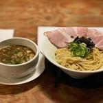 142247545 - 淡麗トロ肉魚介醤油つけ麺 1,100円