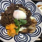 142255688 - 牛すき焼き丼 ¥1,300 (税別)