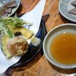 14226085 - 天ぷら盛り合わせには「まんじゅうの天ぷら」も!