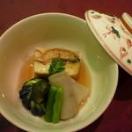 熱海荘 - 炊合せ:鰻豆腐 茶筅小茄子 白芋茎 隠元 木ノ芽