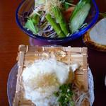熱海荘 - サラダもお豆腐もうまい!