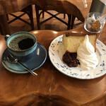 然林庵 - お勧め自家製ケーキ(税込み650円)とブレンド然林庵(660円)