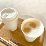 豊島美術館カフェ - カフェラテ蓋を開けて