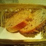リストランテ ラヴィータ - ひまわりの種のパン