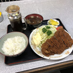 142285393 - カツ定食(ご飯半分)