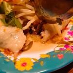 ベトナム料理コムゴン - バインクンの断面を撮ったつもりが失敗
