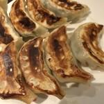 順順餃子酒場 - 納豆餃子、納豆餃子、大葉入りエビ餃子