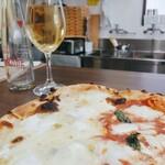 宝塚 ソロマルゲリータ - 左が4種チーズで右が水牛モッツァレラのマルゲリータ