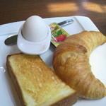 14230496 - モーニングのパンと茹で卵