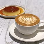 ブルーボトルコーヒー - プリン(600円 +税) カプチーノ(500円 +税)