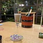 玉泉邸 - ! 和食でシャンペーンとか、なにトーシロみたいな事やってんスか?! 記念日のお祝いだから #いんだよ細けえ事は!