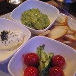 14231942 - アボカドとクリームチーズのディップ