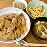 まるしぇ食堂 ぼぬーる - 料理写真:豚どん ¥600