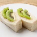 旬の果実のサンドイッチ