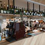 ELOISE's Cafe - ワインも多数用意しています