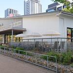 ELOISE's Cafe - 開放的な店構えになっています