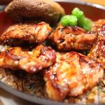 釜飯と串焼き 麻鳥 - 地鶏の焼鳥丼