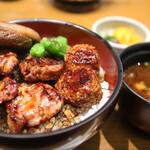 釜飯と串焼き 麻鳥 - おしんこ、味噌汁付き