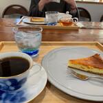 カフェギャラリー トウヘンボク - 料理写真:大倉陶園のカップで